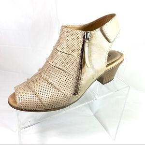 Earth Hydra Sandals Bootie Beige Leather Size 8 D